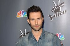 Adam Levine Hits Fan In The Head With Microphone After Throwing It