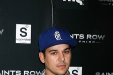 Rob Kardashian Posts First Selfie In Years, Shows Off Weight Loss
