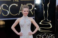 """Amanda Seyfried Tweets Anger Over """"Overweight"""" Comments"""