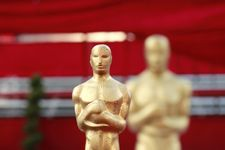 Most Awkward Moments on The Oscars Red Carpet!