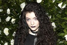 Lorde Slams Photoshop, Says Flaws are OK