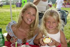 Retro Photos Of Celebrity Moms And Daughters: Take A Look!