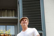Brad Pitt, Matthew McConaughey Toss Beer, Chat On New Orleans Balconies (VIDEO)