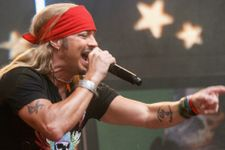 Bret Michaels Rushed Off Stage After Medical Emergency
