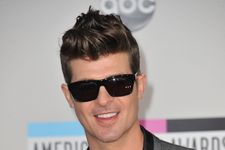 """Robin Thicke And Pharrell Lose First """"Blurred Lines"""" Battle"""