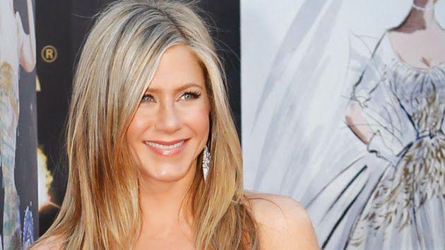 Jennifer Aniston Reveals What She Smells Like - Fame10