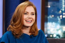 Amy Adams Gives Up First Class Seat To US Soldier In Coach