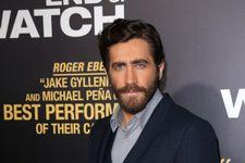 "Jake Gyllenhaal Gives David Letterman ""The Salmon"" (WATCH)"