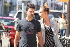 Joe Jonas Splits From Girlfriend