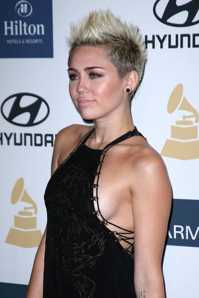 Miley Cyrus Banned From Dominican Republic - Fame10