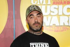 """Aaron Lewis On National Anthem Fail: """"I'm Sorry"""""""