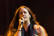 Alanis Morissette Sparks Controversy Over Charity Event