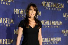 Robin Williams' Wife And Co-Stars Pay Tribute At Premiere