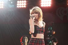 Taylor Swift Convinces Apple To Pay Royalties For Streaming Service's Free Trial