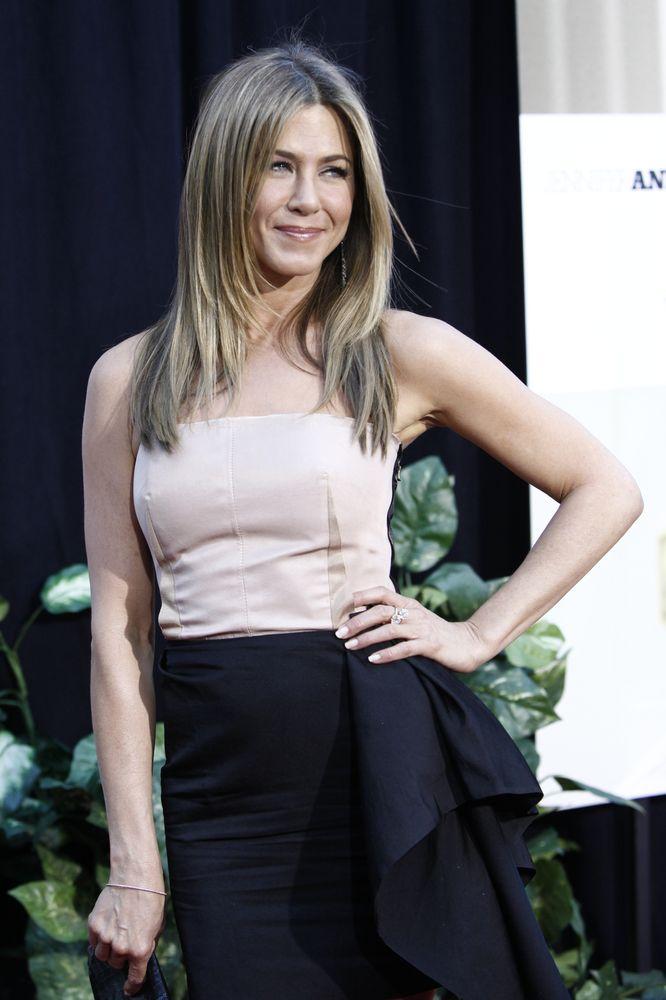 Jennifer Aniston Reveals Lifetime Struggle With Dyslexia - Fame10