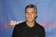 Chris Zylka And Model Hanna Beth End Engagement In Online Feud