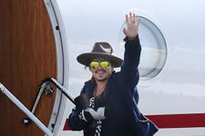 """Johnny Depp Injures Hand While On Location For Next """"Pirates"""" Movie"""