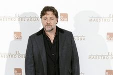 Russell Crowe Claims Michael Jackson Prank Called Him For Years