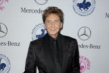 Barry Manilow Married Longtime Manager Garry Krief In A Surprise Ceremony