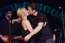X-Files Stars Gillian Anderson, David Duchovny Kiss During Surprise Performance