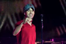 Enrique Iglesias Seriously Slices Hand After Grabbing Drone During Concert