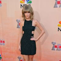 9 Reasons Why Taylor Swift Totally Rocks