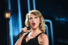 Taylor Swift Gets Stuck On Stage During Washington Concert