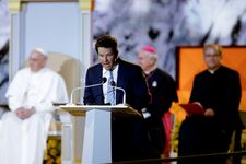 Mark Wahlberg Cracks 'Ted' Joke In Front Of An Unamused Pope Francis