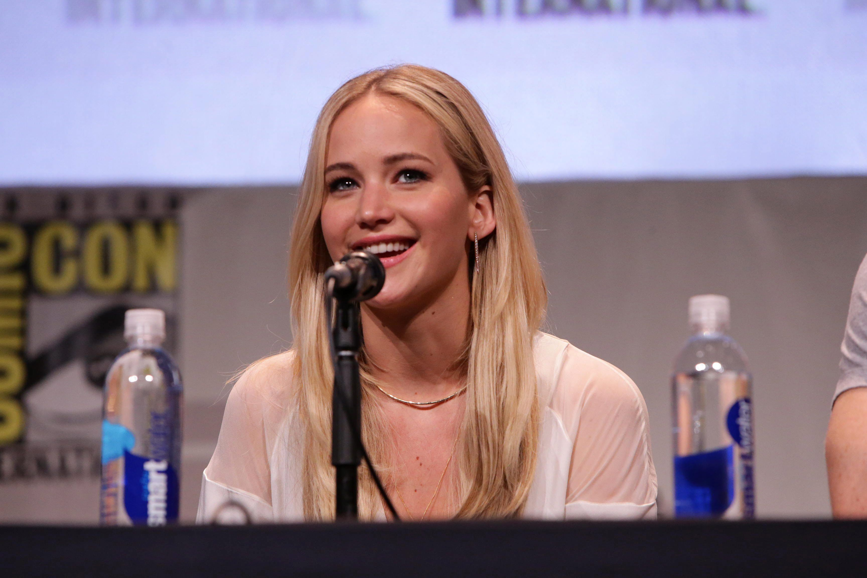 12 Reasons We Want Jennifer Lawrence To Be Our BFF - Fame10
