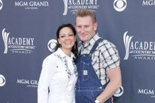 Country Singer Joey Feek Enters Hospice Care As She Battles Cancer