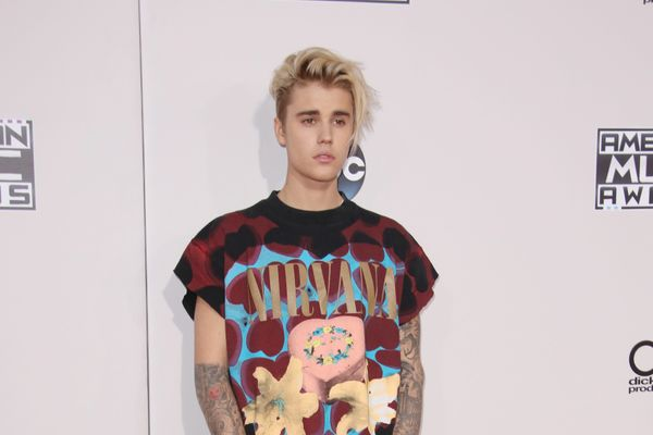 10 Celebrities Who Should Quit Social Media