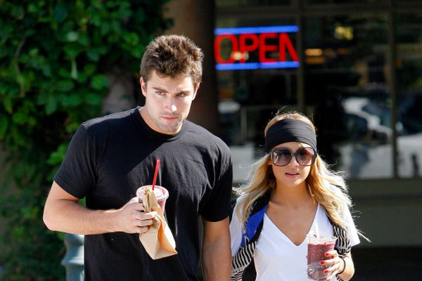 8 Celebrity Couples Who Faked It For Publicity