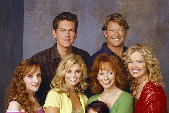 Cast Of Reba: How Much Are They Worth Now?