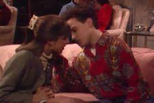 Big Bang Theory's Mayim Bialik & Johnny Galecki Recreate 'Blossom' Kiss On Conan