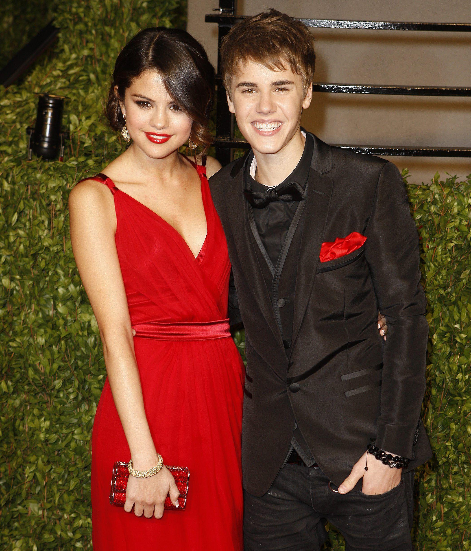 Nude Justin Bieber pics show up on Selena Gomezs