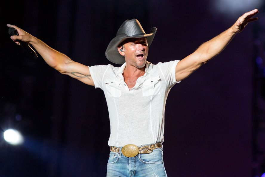 Tim McGraw Crashes Wedding, Does A Surprise Performance For The Couple