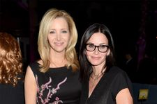 Lisa Kudrow And Courteney Cox Play Hilarious 'Friends' Trivia