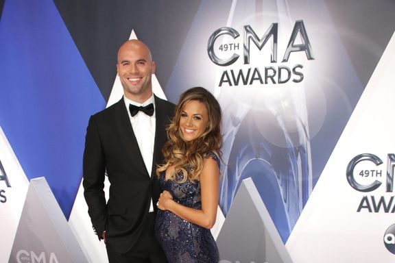 Jana Kramer's Estranged Husband Apologizes After Cheating Accusations