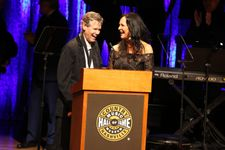Randy Travis Sings At Country Music Hall Of Fame, 3 Years After Stroke