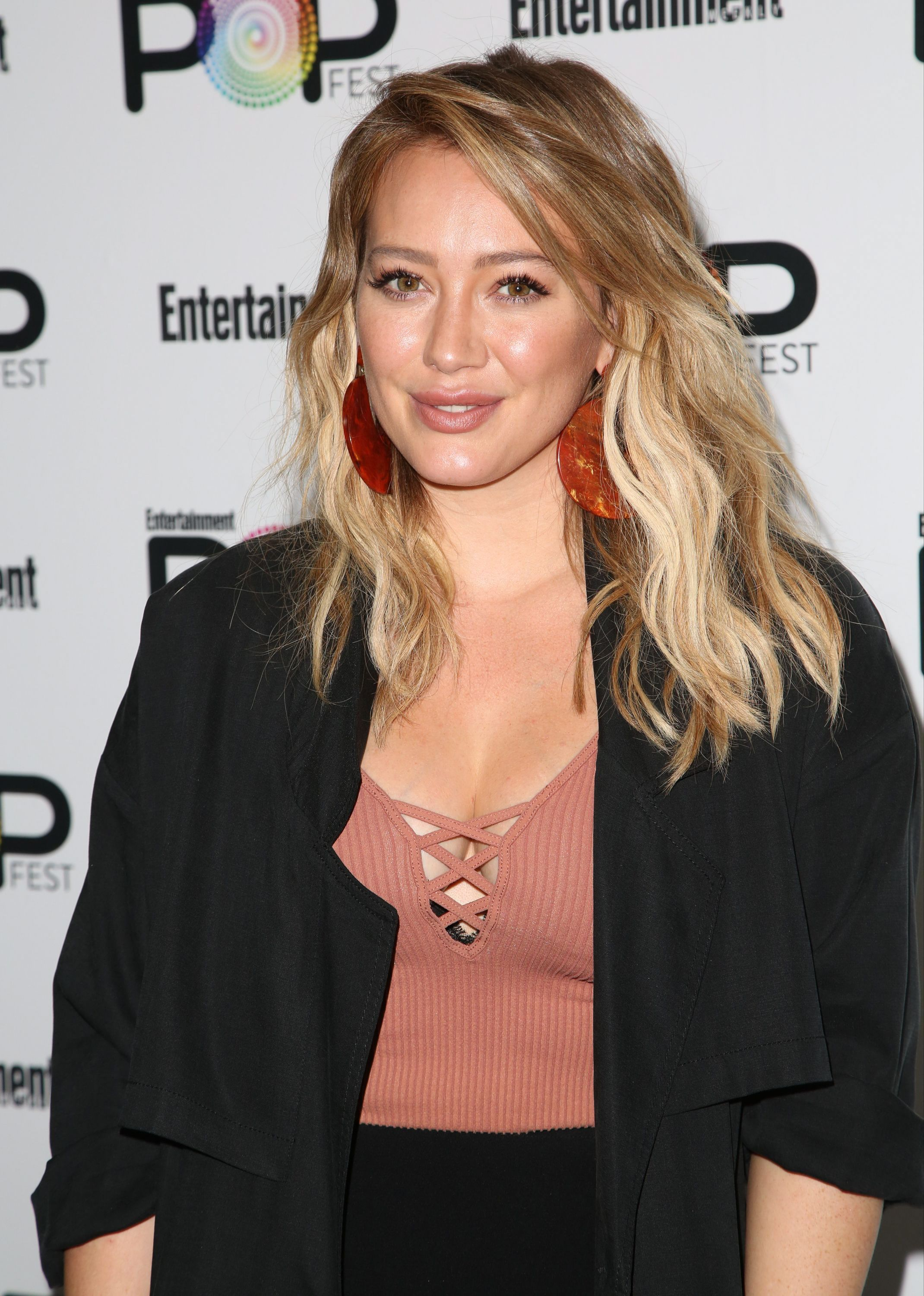 Hilary Duff And Jason Walsh Apologize For Offensive Halloween Costumes - Fame10