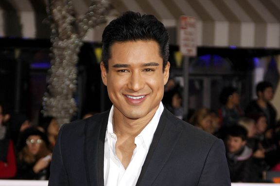 Mario Lopez Shares A First Look At The 'Saved By The Bell' Reboot