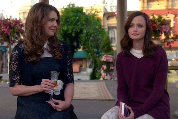 """Gilmore Girls Could Return As """"Preliminary"""" Talks Are Happening"""