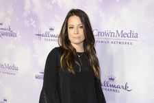 Holly Marie Combs Calls Out Charmed Reboot Again