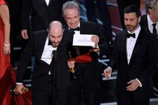 Firm That Oversees Oscars Envelopes Apologize for Best Picture Mistake