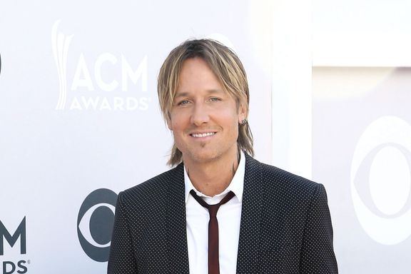"""Keith Urban Releases His First-Ever Christmas Song, """"I'll Be Your Santa Tonight"""""""