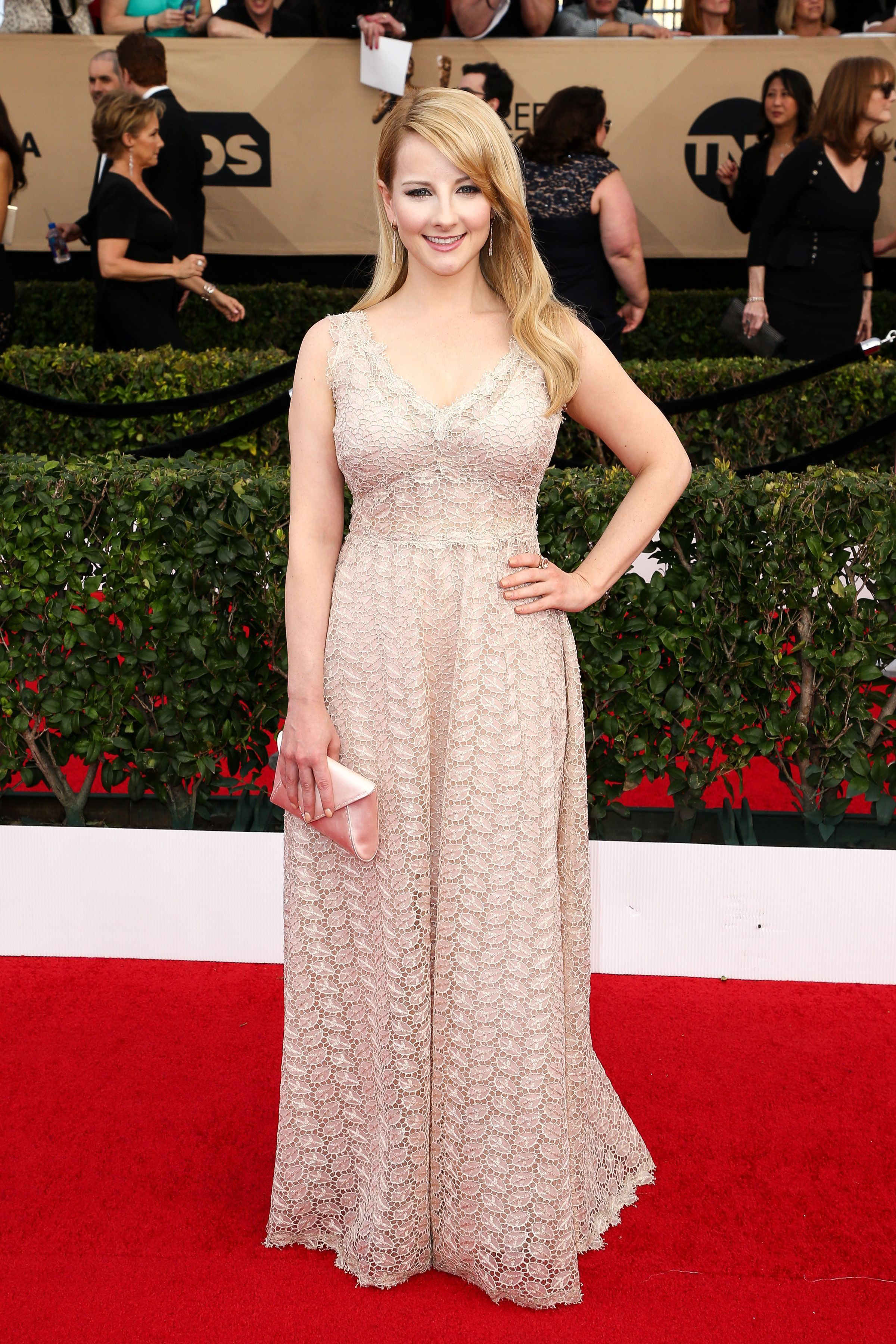'The Big Bang Theory' Star Melissa Rauch Announces Pregnancy And Reflects On Miscarriage - Fame10
