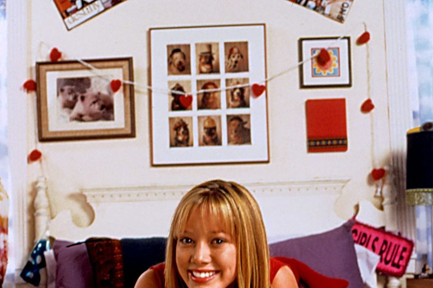 Hilary Duff Reunites With 'Lizzie McGuire' Cast For A Virtual Table Read