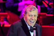 Hollywood Stars Pay Tribute To Jerry Lewis After His Death