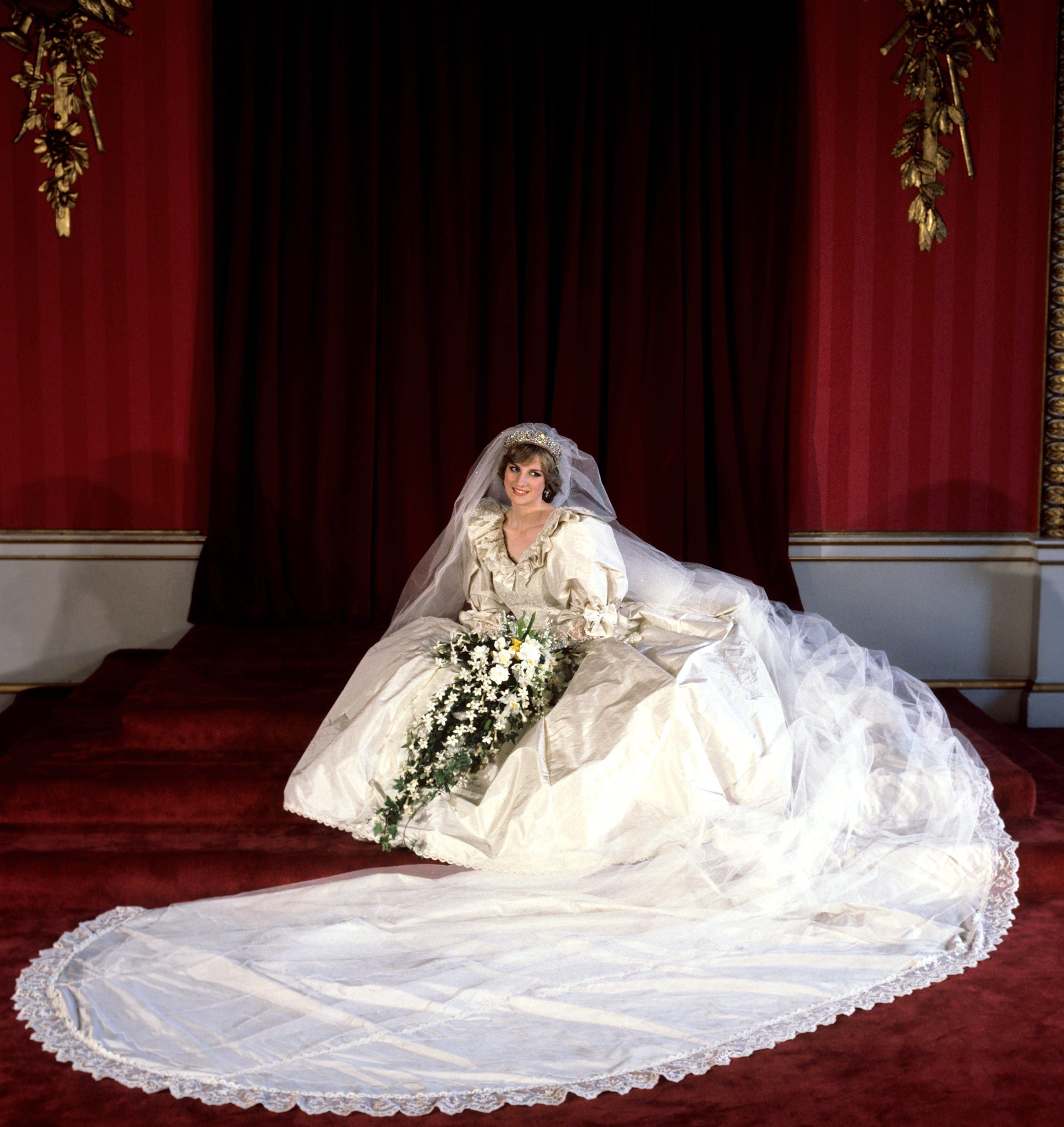 All The Hidden Details On Princess Diana S Wedding Dress You Didn T Know About Fame10 [ 3500 x 3305 Pixel ]