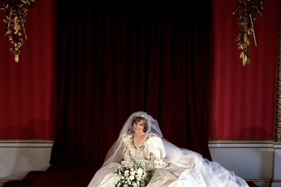 All The Hidden Details On Princess Diana's Wedding Dress You Didn't Know About